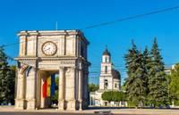 Photo d'un arc de triumphe dans le centre ville de Chisinau en Moldavie