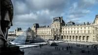 Photo de la pyramide du Louvre à Paris