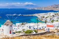 Vue des moulins à vent de Mykonos en Grèce