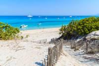 Photo d'une belle plage de sable blanc en Corse
